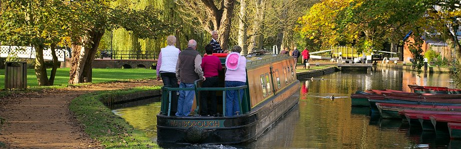 River Wey Holiday narrowboat Hire